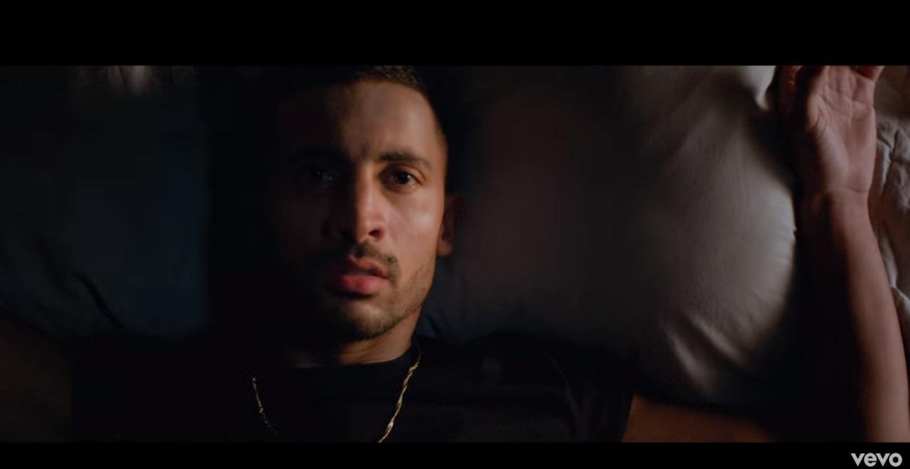 Bekijk de videoclip bij Sukkel Voor De Liefde van The Opposites