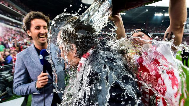 Cocu vindt het extra speciaal dat PSV juist tegen Ajax titel pakt