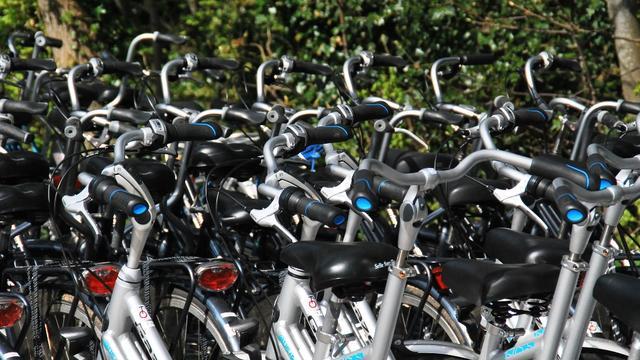 Man met gestolen fietsen aangehouden op A16