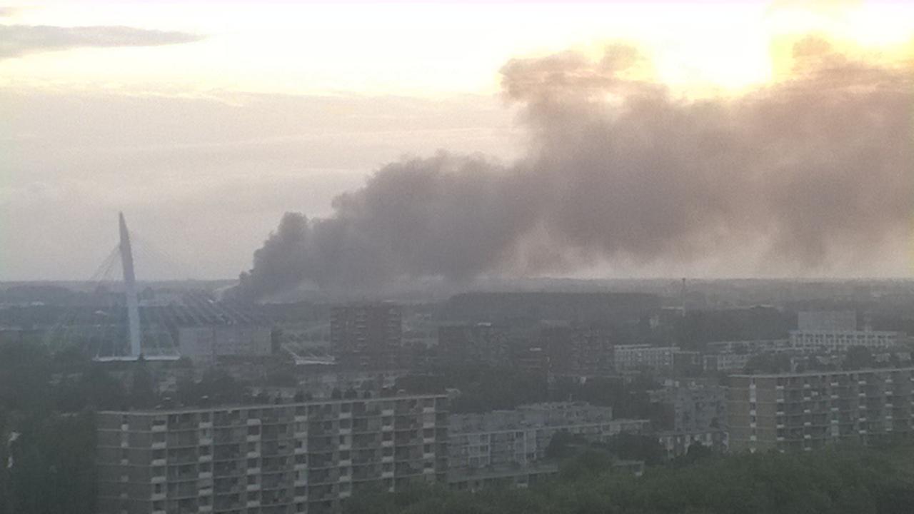 Grote rookwolken bij brand bedrijfspand De Meern