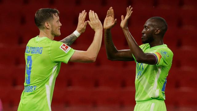 Weghorst blinkt uit bij Wolfsburg, Ibrahimovic helpt Milan verder in Europa