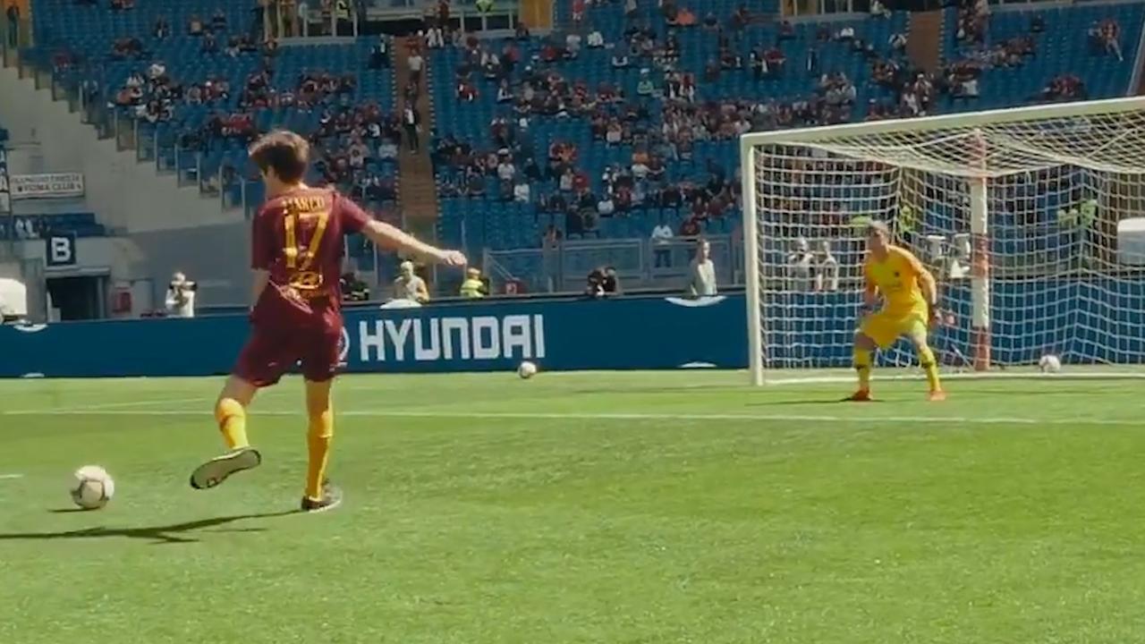 Bijdehante fan AS Roma faalt bij reproduceren van doelpunt