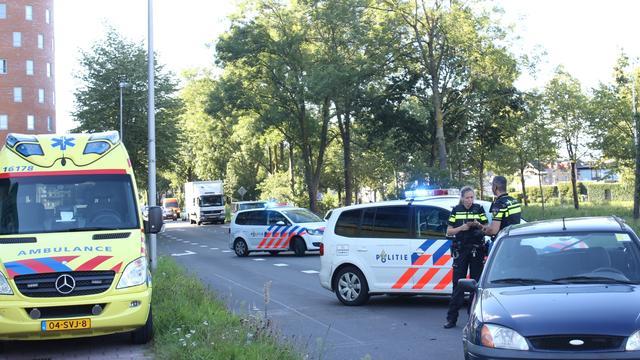 Auto botsen bij verkeerslichten op Engelendaal