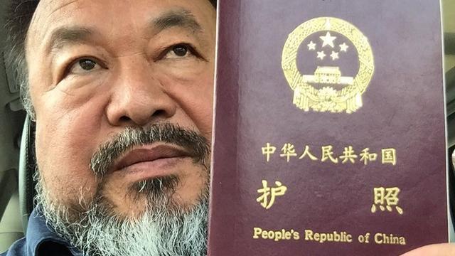 Kunstenaar Ai Weiwei heeft paspoort terug