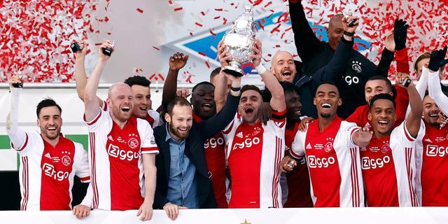 Ajax pakt KNVB-beker na zege in blessuretijd op tiental Vitesse