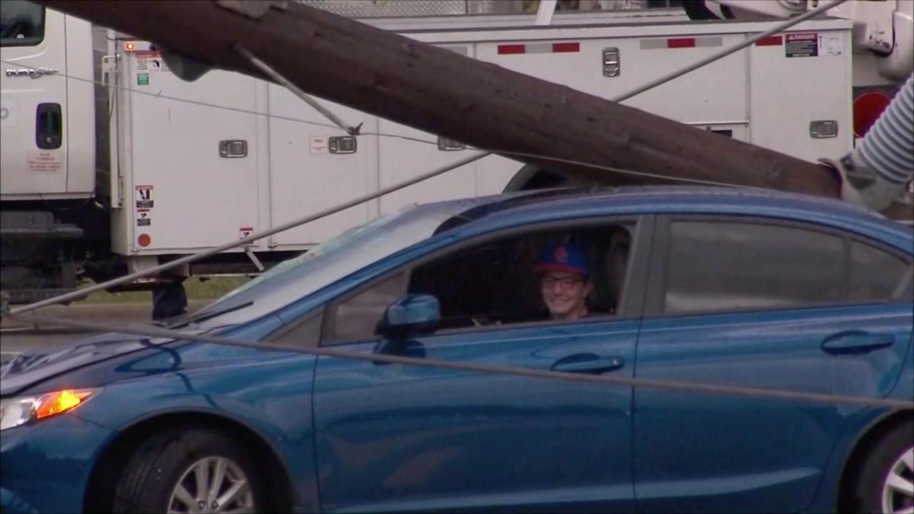 Tiener VS zit uren vast in auto door gevallen elektriciteitspaal