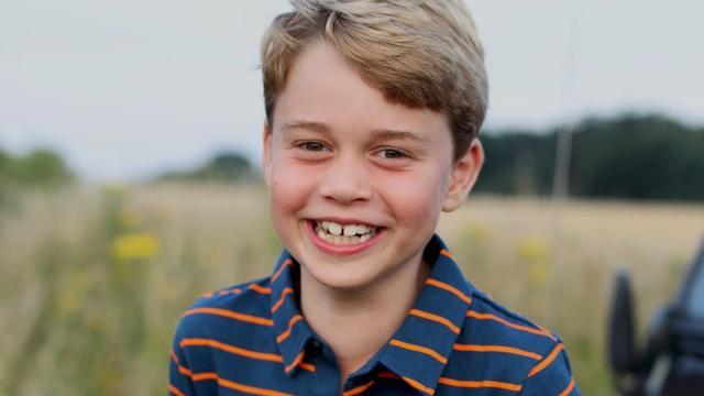 Speciaal voor zijn achtste verjaardag is een nieuw portret van de prins gedeeld. Zijn moeder maakte de foto.