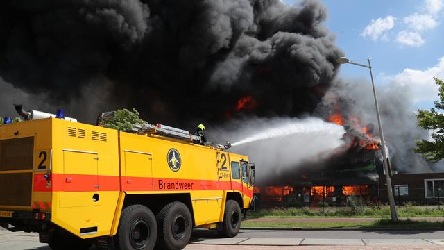 Zeer grote brand verwoest winkels en woning in Berkel en Rodenrijs