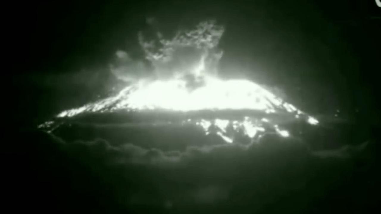 Vulkaan Gunung Agung op Bali explosief uitgebarsten