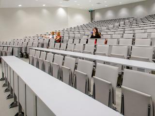 Universiteiten, docenten en Taalunie luiden noodklok