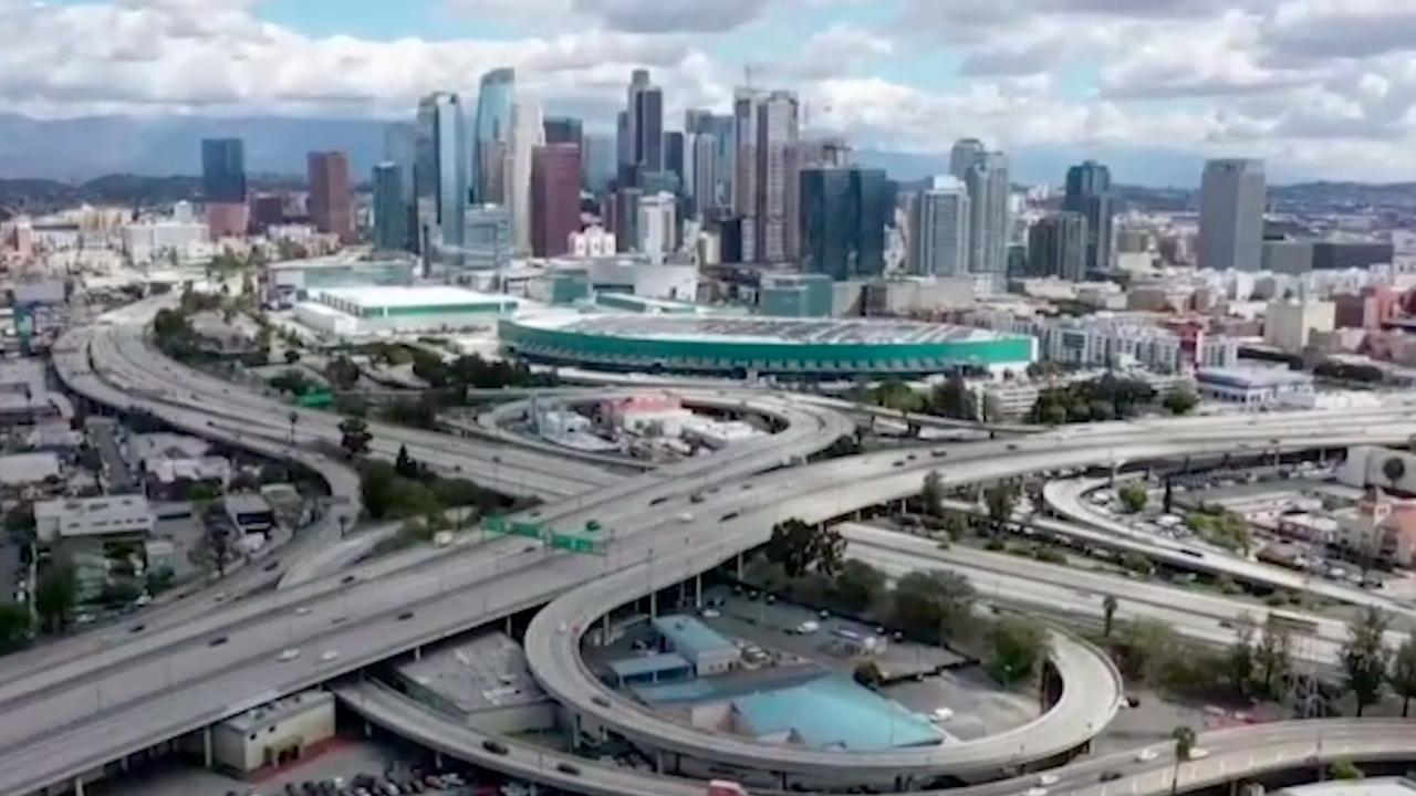 Drones filmen uitgestorven straten in Amerikaanse steden