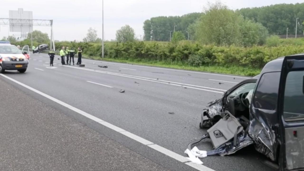 Politie onderzoekt ongeval met spookrijder op verbindingsweg A4