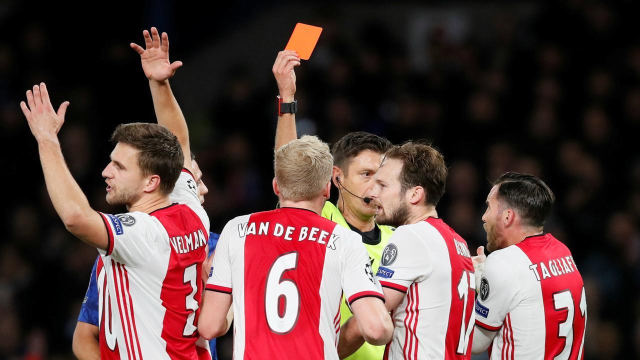 Nabeschouwing Ajax: 'Veltman had geen geel mogen krijgen'