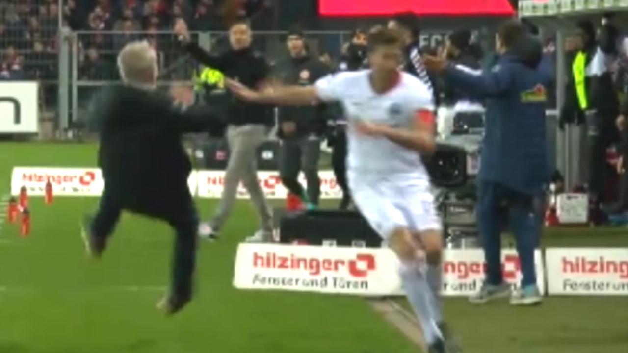 Aanvoerder van Eintracht Frankfurt beukt trainer van Freiburg omver
