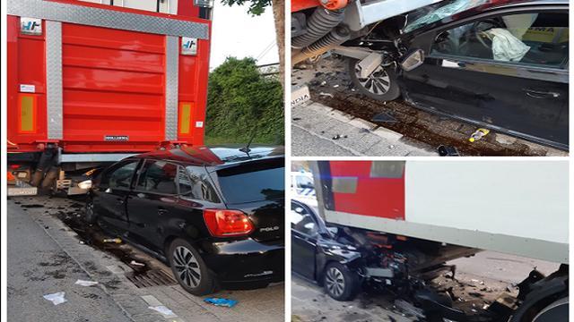 Personenauto botst op geparkeerde vrachtwagen in Rotterdam Feijenoord