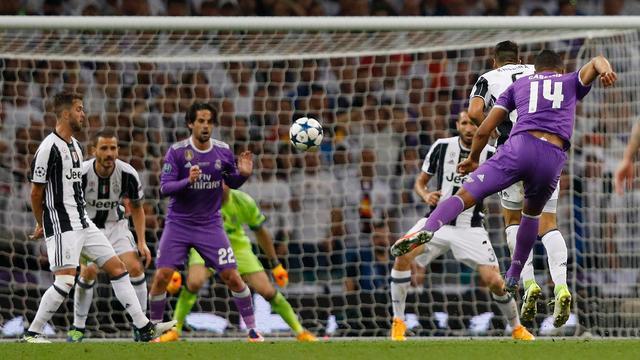 Casemiro klopt Buffon met afstandsschot