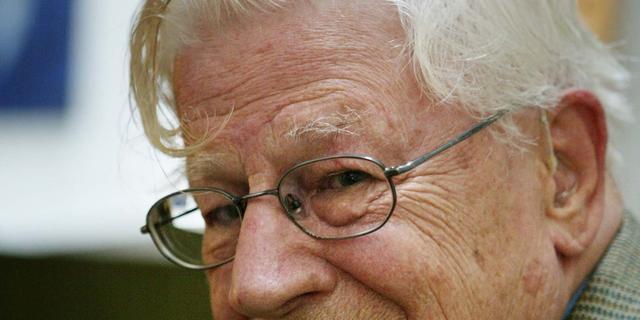 Zanger, dichter en tekstschrijver Drs. P (95) overleden