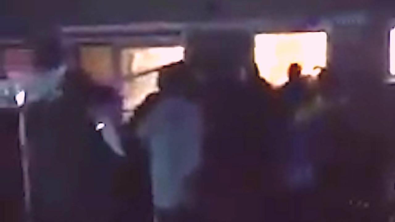 Groep jongeren valt huis in Urk binnen