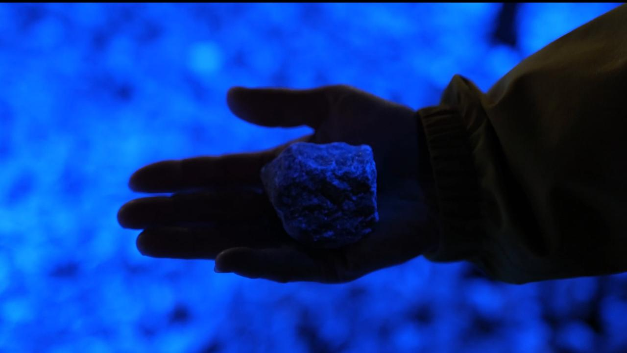 Holocaustmonument met lichtgevende stenen in Rotterdam onthuld