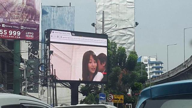 Billboard Jakarta toont porno in plaats van reclame