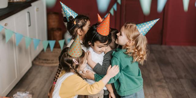 Kinderfeestjes: wie nodig je uit en hoe reageer je als je kind niet mag komen?