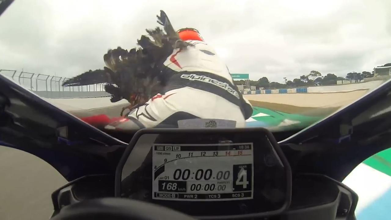 Gans schakelt twee motorrijders uit op circuit in Australië