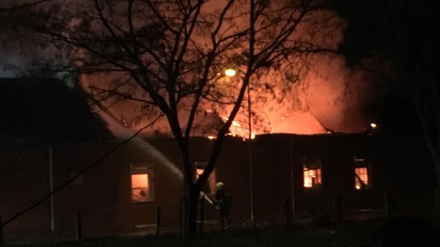 Drie personen naar ziekenhuis vanwege bedrijfsbrand in Limburgs Tegelen