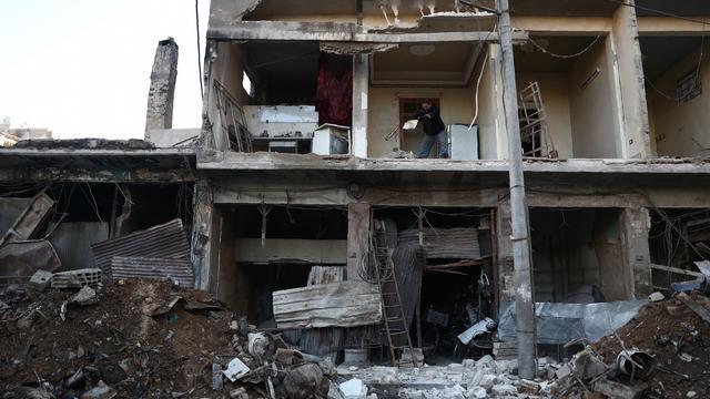 'Israël vuurt raketten af op luchtmachtbasis Syrië in Damascus'