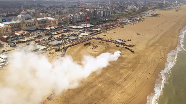 Dronebeelden van oefening ruiters op strand voor Prinsjesdag