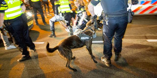Politie roept relschoppers Santpoort op zich te melden