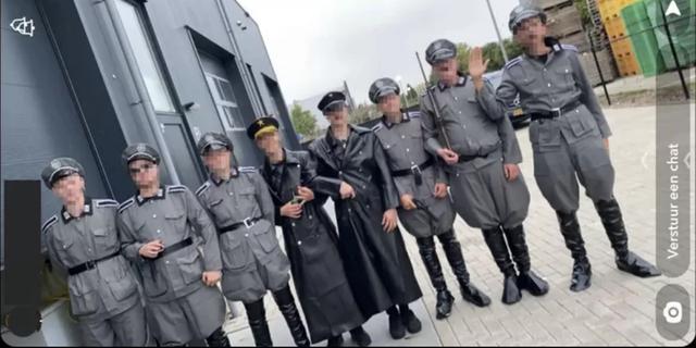 Politie houdt in naziuniformenzaak Urk nog drie mensen voor wapenbezit aan