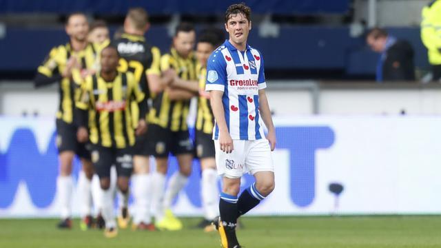 Vitesse bezorgt Heerenveen pijnlijke nederlaag, AZ ruim langs FC Utrecht