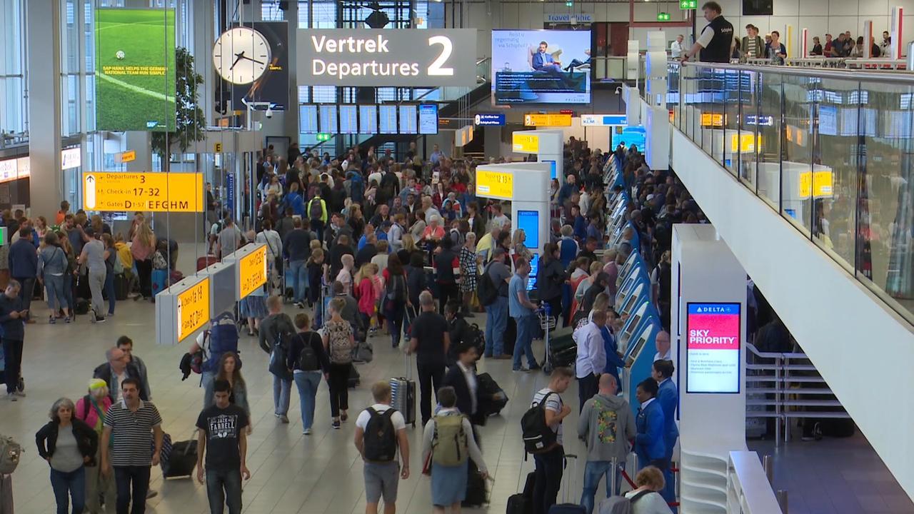 Flinke rijen op Schiphol op dag met recorddrukte
