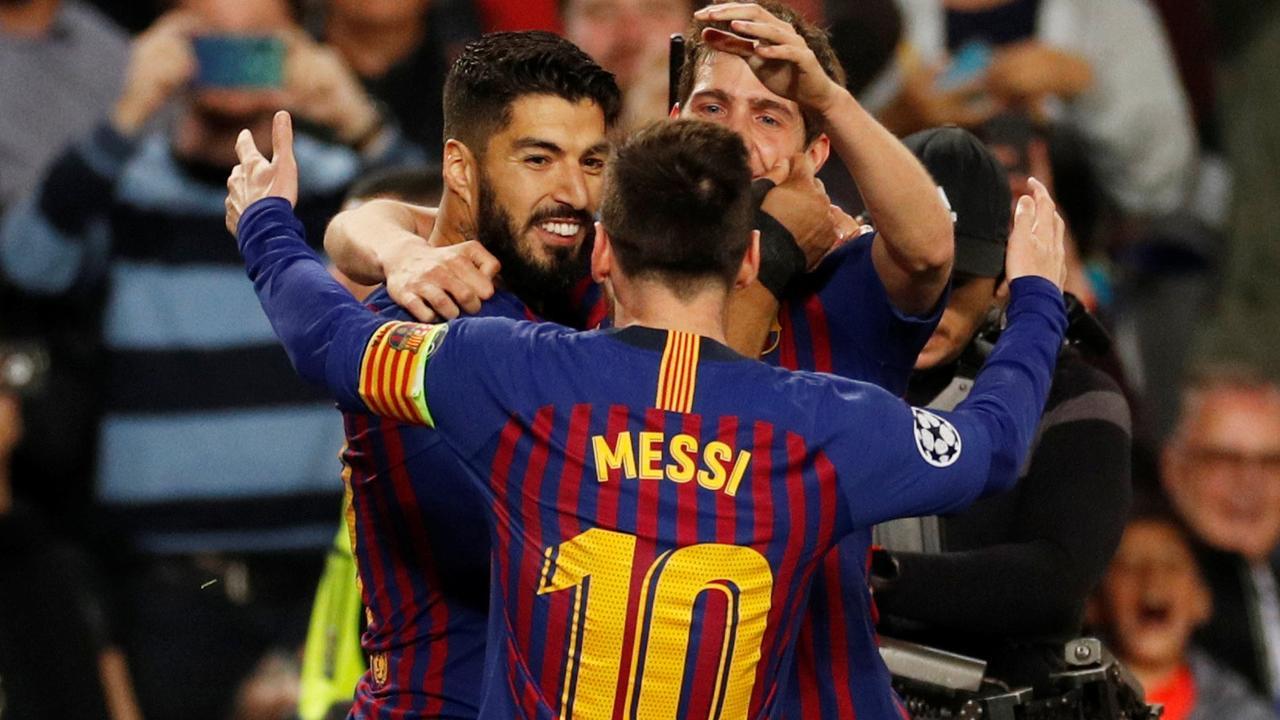 Messi tekent voor de 3-0 met geweldige vrije trap