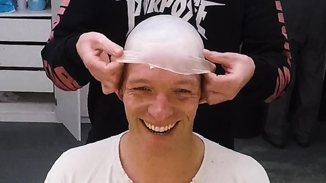 Backstage bij Soldaat van Oranje: 'kaalkoppen' en inzingen