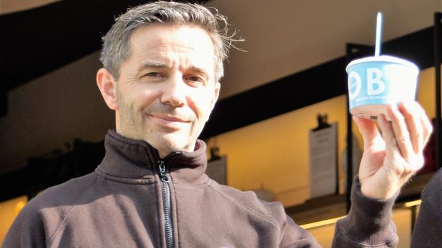 Frikandelijs bij Roberto Gelato: 'Ook lekker met mosterd!'