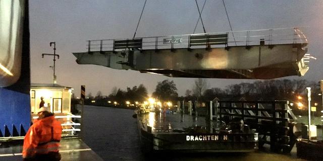 Gerepareerde Borgbrug over twee weken teruggeplaatst