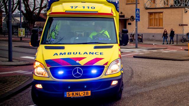 Fietser (18) zwaargewond na aanrijding met auto op Westplein