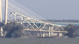 Brug stort in na gecontroleerde explosie in New York