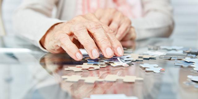 Van gehoorapparaat tot sociaal gedrag: zo verklein je de kans op dementie