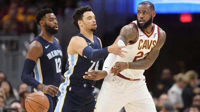 LeBron James vertolkt heldenrol bij elfde zege op rij voor Cavaliers