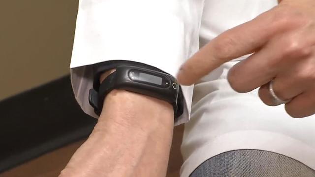 Slimme armband beschermt tegen huidkanker