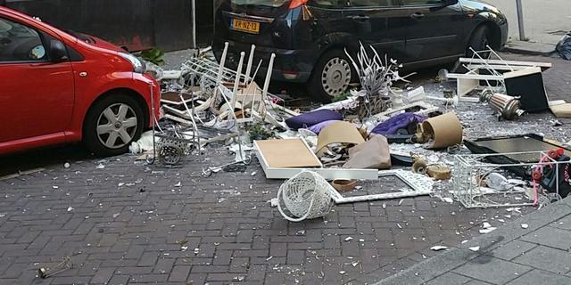 Rotterdamse vrouw gooit volledige huisraad van ex-vriend op straat