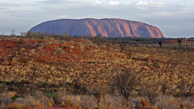 Toeristen mogen rotsformatie Uluru vanaf 2019 niet meer beklimmen