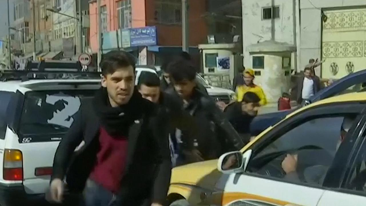 Menigte vlucht na aanslag in Kabul