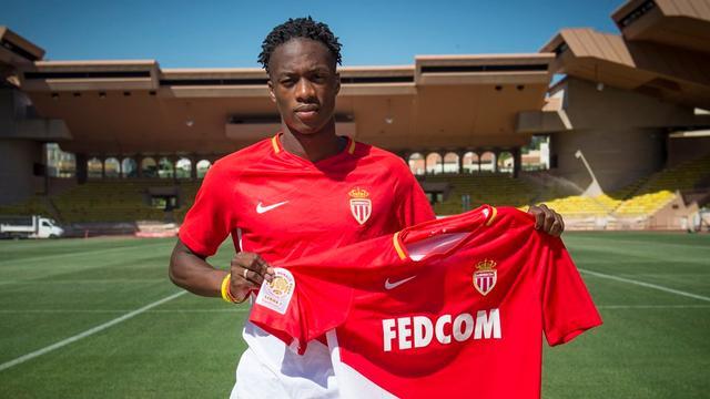Feyenoord ziet Kongolo voor miljoenen naar AS Monaco vertrekken