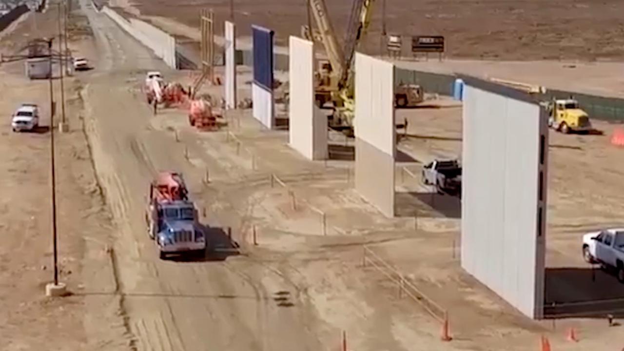 Acht prototypes van Trumps muur voltooid aan grens met Mexico