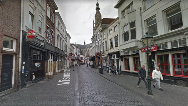 Man opgepakt voor bedreigen handhaver op Vismarktstraat