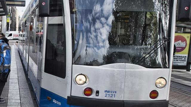 Tram 17 ontspoord op Hoofdweg in West