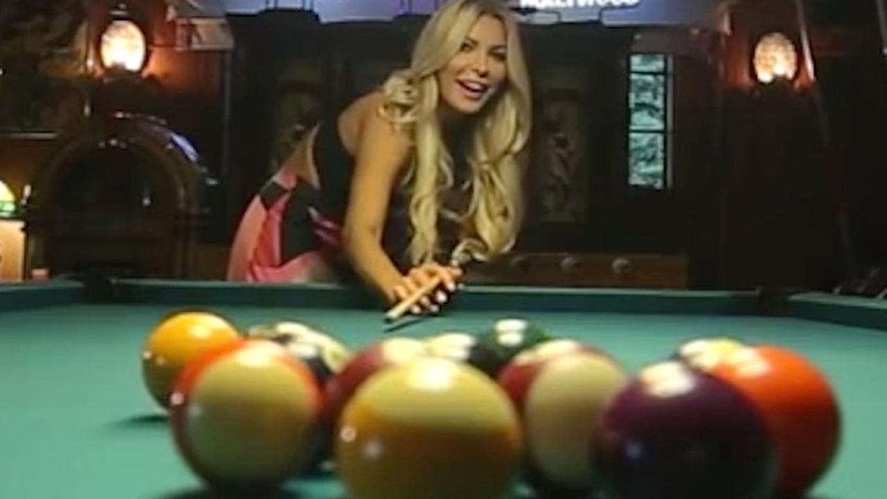 Chrystal Hefner laat Playboy Mansion zien